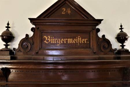 Schriftzug Bürgermeister Büro alt