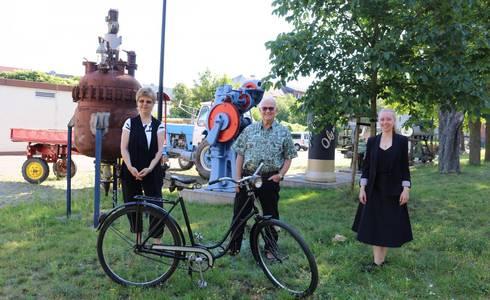 Foto: Anita Balk, Dr. Georg Plenikowski und Angie Fritzsche danken unter anderen den Sponsoren, Vereinsmitgliedern und Helfern